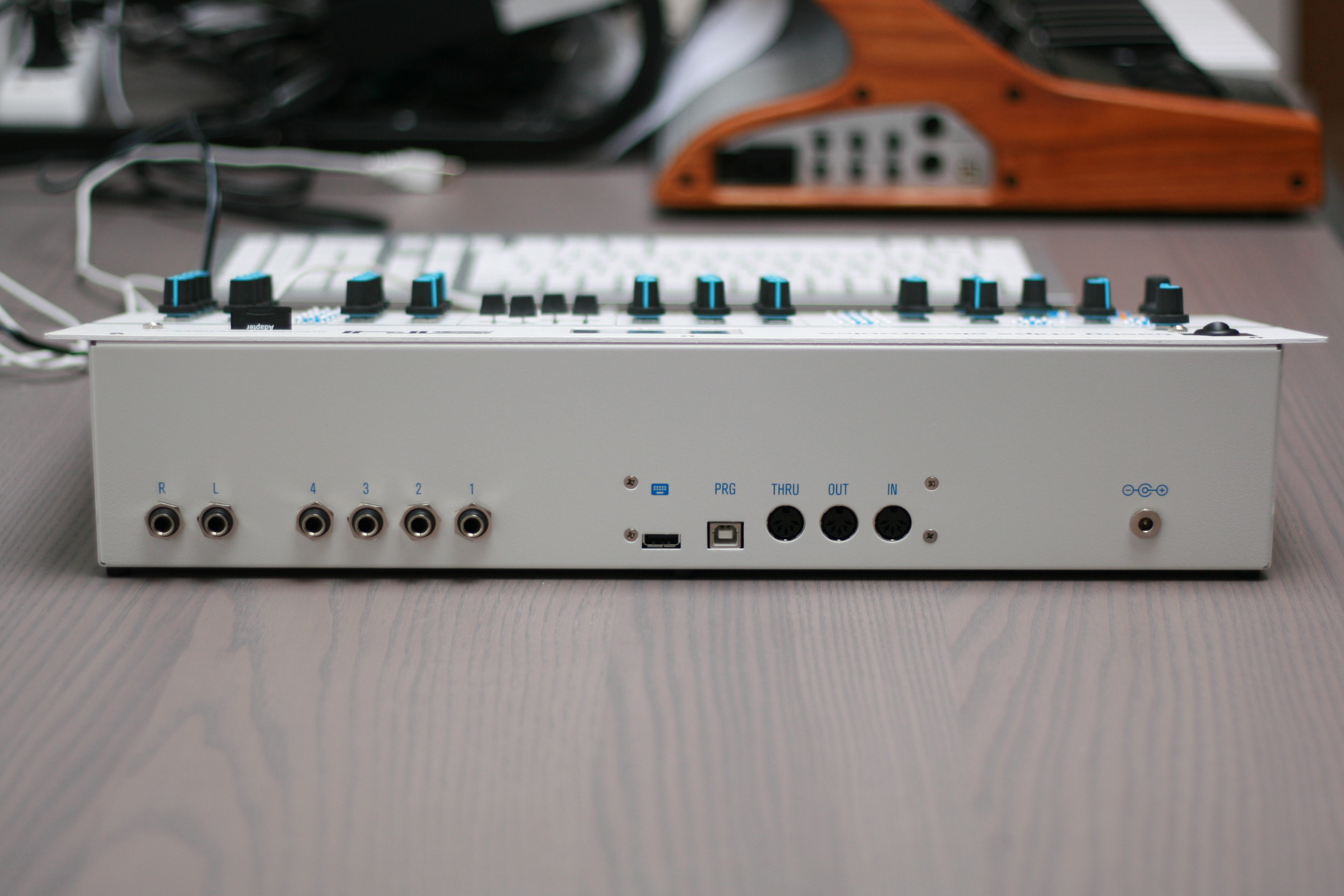 ST4 : Hybrid Synthesizer/Tracker – Tasty chips electronics