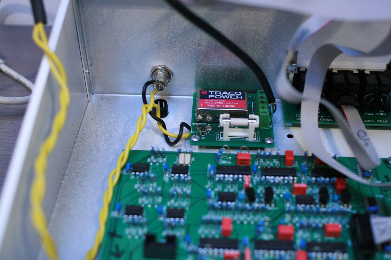 Close-up of the power leads running from barrel socket to power PCB. Note that the yellow wires leading away from the circuitry are hooked to the rocker switch on the front plate.